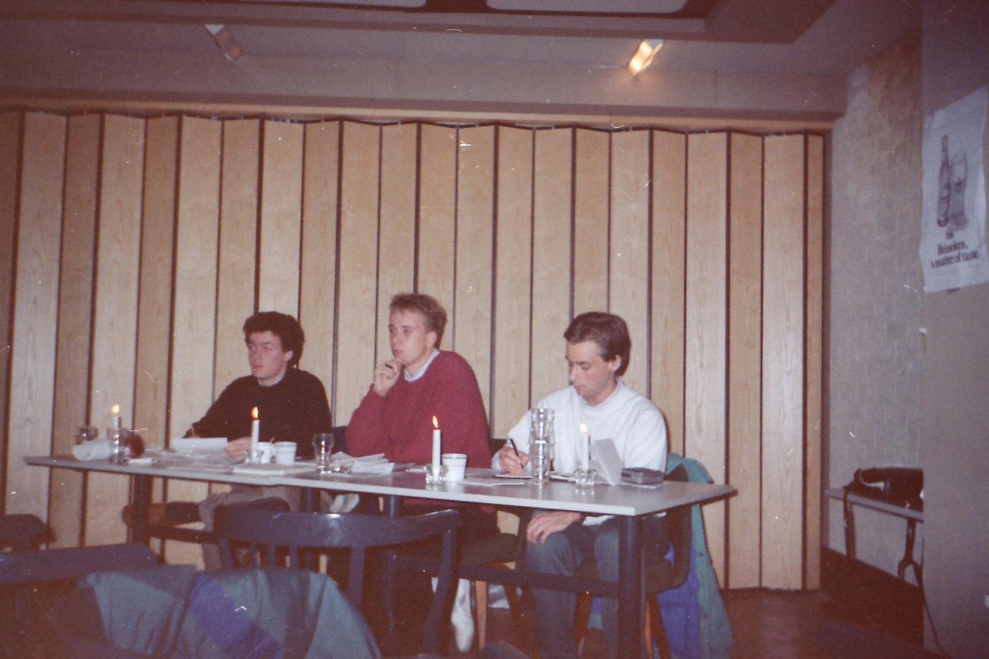 PICT0007_Oprichting_Taste_Kelderbar_Bastille_30-11-1988_Oerbestuur_-_Met_Heineken_Poster_VERBETERD.JPG